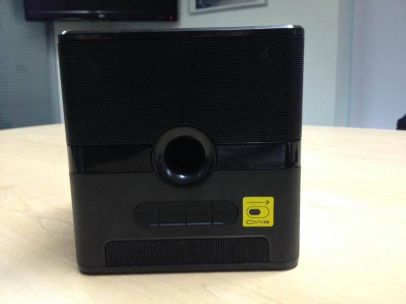 tdk-q35-wireless-charging-speaker-05_0
